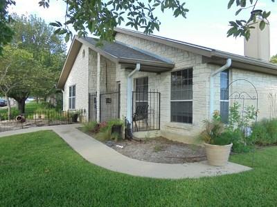 Kerrville Single Family Home For Sale: 201 Oak Hill Dr