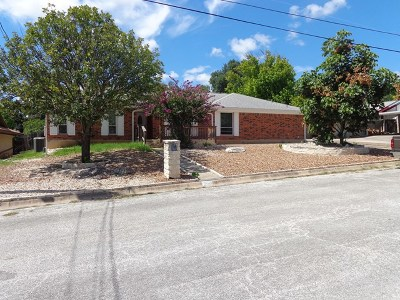 Kerrville Single Family Home For Sale: 306 Stephanie Dr