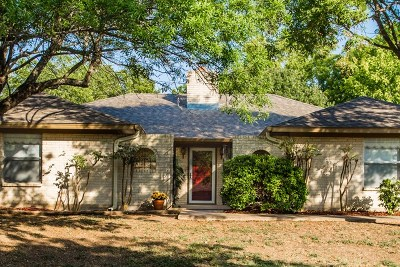 Kerrville Single Family Home For Sale: 210 Erin Dr