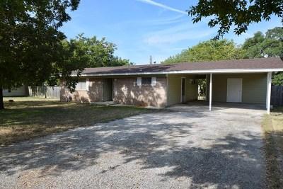Kerrville Single Family Home For Sale: 104 Hilltop Dr