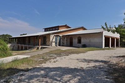 Kerrville Single Family Home For Sale: 261 Silver Hills Rd