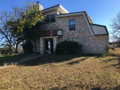 Center Point Single Family Home For Sale: 106 Venado Trail