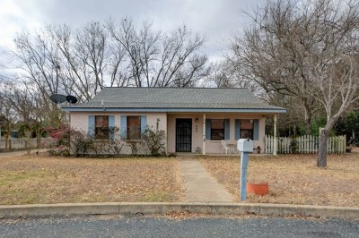 Fredericksburg Single Family Home For Sale: 609 Town Creek Court