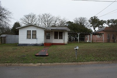 Gillespie County, Kerr County, Kimble County, Bandera County, Real County, Edwards County, Mason County, Uvalde County, Medina County, Kendall County Single Family Home For Sale: 612 Swigert Ave
