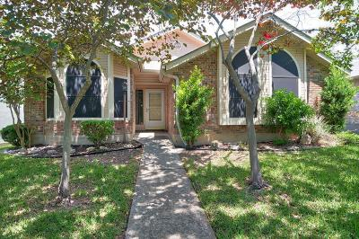 Kerrville Single Family Home For Sale: 202 Oak Hill Dr