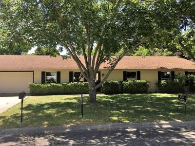 Kerrville Single Family Home For Sale: 705 Overhill Dr
