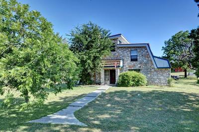 Center Point Single Family Home For Sale: 106 Venado Trail