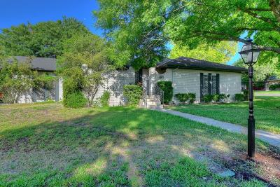 Kerrville Single Family Home For Sale: 1207 Warbler Dr