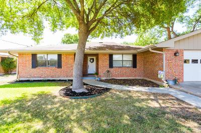 Kerrville Single Family Home For Sale: 135 Crestwood Dr
