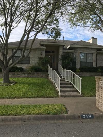 Kerrville Single Family Home For Sale: 210 Oak Hill Dr