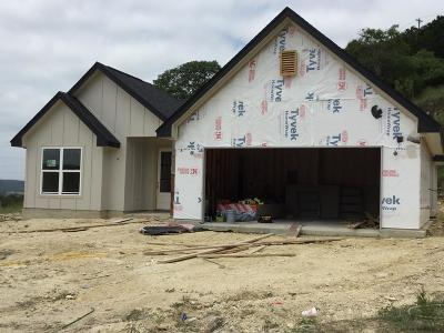 Kerrville Single Family Home For Sale: 1105 Victory