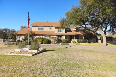 Kerrville Single Family Home For Sale: 203 Englewood Circle