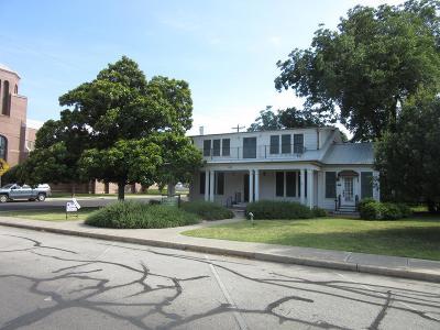 Kerrville Single Family Home For Sale: 902 Jefferson St