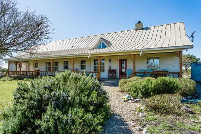 Kerrville Single Family Home For Sale: 135 Thunder Rd