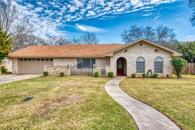 Kerrville Single Family Home For Sale: 102 Crescent Dr