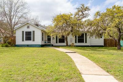 Kerrville Single Family Home For Sale: 916 Tivy St