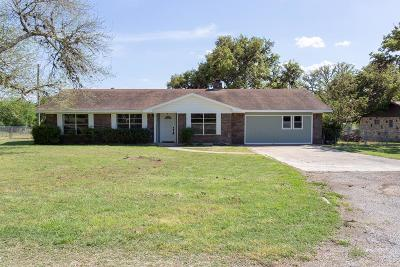 Kerrville Single Family Home For Sale: 106 Elm Way