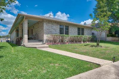 Kerrville Single Family Home For Sale: 204 Oak Hill Dr