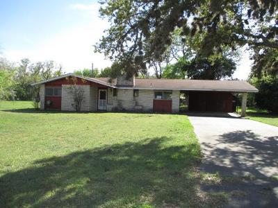 Kerrville Single Family Home For Sale: 124 Hilltop Dr