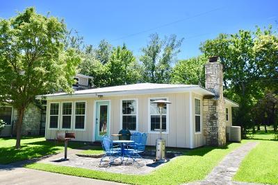 Hunt Single Family Home For Sale: 113 Cabana Lane