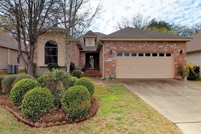 Fredericksburg Single Family Home For Sale: 205 Meadow Brook Dr
