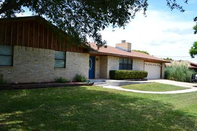 Kerrville Single Family Home For Sale: 106 Fawnridge Trail