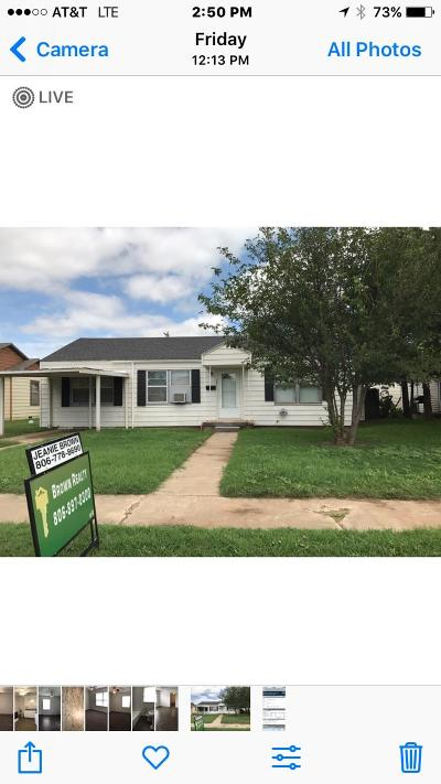 Levelland Single Family Home For Sale: 121 Elm