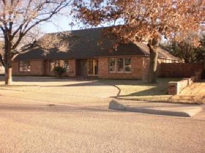 Levelland Single Family Home For Sale: 202 Redwood Lane