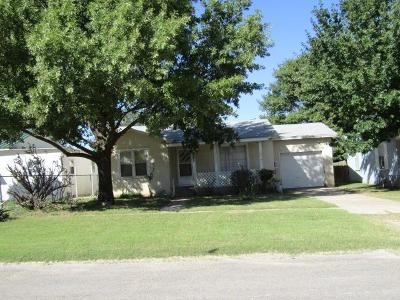 Bailey County, Lamb County Single Family Home For Sale: 921 West 5th