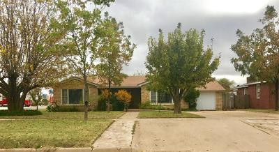 Levelland Single Family Home For Sale: 102 11th Street