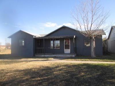 Slaton  Single Family Home Under Contract: 220 North 6th Street