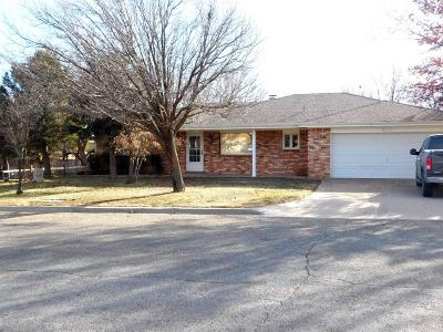 Bailey County, Lamb County Single Family Home Under Contract: 807 W 17th
