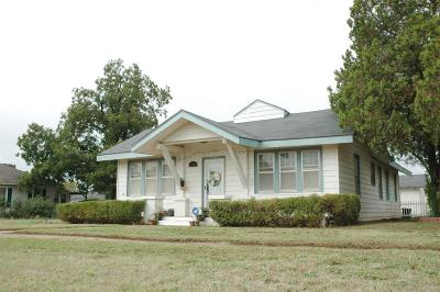 Slaton  Single Family Home For Sale: 245 S 10th Street