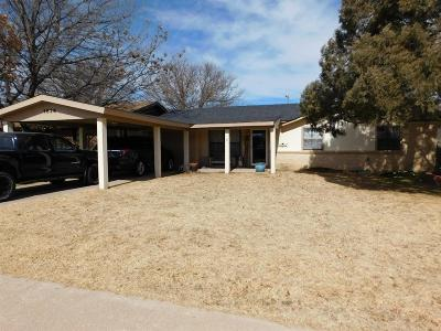 Bailey County, Lamb County Single Family Home For Sale: 1826 W Ave E
