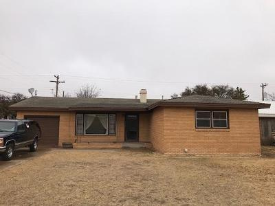Slaton Single Family Home Under Contract: 1390 W Lynn Street