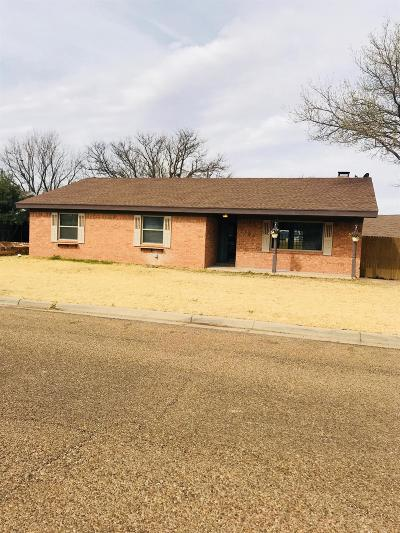 Bailey County, Lamb County Single Family Home Under Contract: 1100 Mockingbird