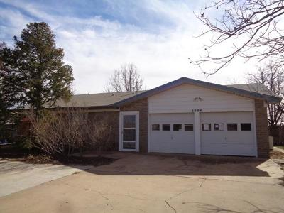 Brownfield Single Family Home Under Contract: 1006 E Ripley Street