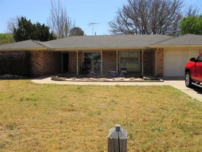 Bailey County, Lamb County Single Family Home Under Contract: 220 E 26th Street