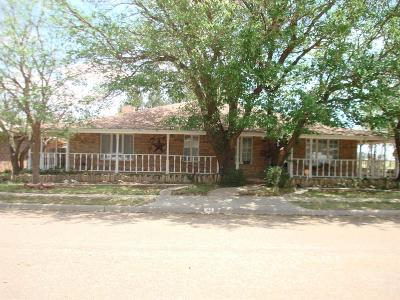 Abernathy Single Family Home Under Contract: 411 2nd Place