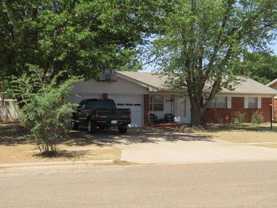 Bailey County, Lamb County Single Family Home Under Contract: 1307 W 12th