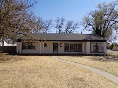 Bailey County, Lamb County Single Family Home For Sale: 300 E 11th Street