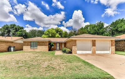 Lubbock Single Family Home Under Contract: 7008 Vicksburg Avenue