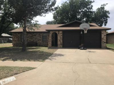 Lubbock Single Family Home For Sale: 7012 Utica Place