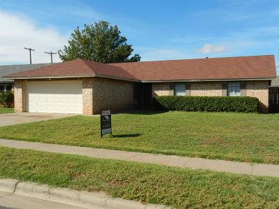 Lubbock TX Single Family Home Under Contract: $135,000