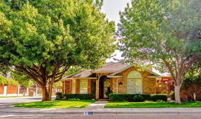 Lubbock Garden Home For Sale: 2401 Aberdeen Avenue