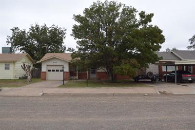 Levelland TX Single Family Home Under Contract: $67,000