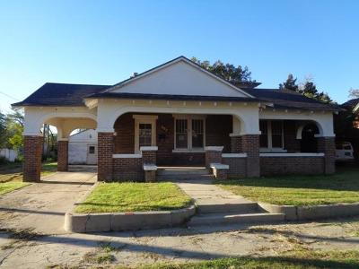 Single Family Home Under Contract: 807 W 10th Street