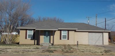 Abernathy Single Family Home Under Contract: 908 13th Street