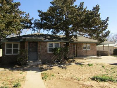 Bailey County, Lamb County Single Family Home For Sale: 214 W Ave J