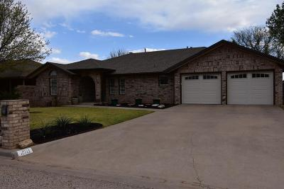 Bailey County, Lamb County Single Family Home For Sale: 218 E 28th